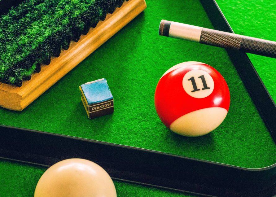 05_billiard_room
